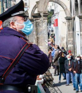 Coronavirus: Fila e volti alla mensa dei poveri di Napoli. 30 Marzo 2020 ANSA/CESARE ABBATE/